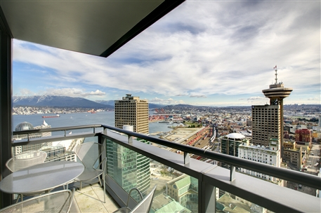 Amazing Views – Vancouver Sub-Penthouse