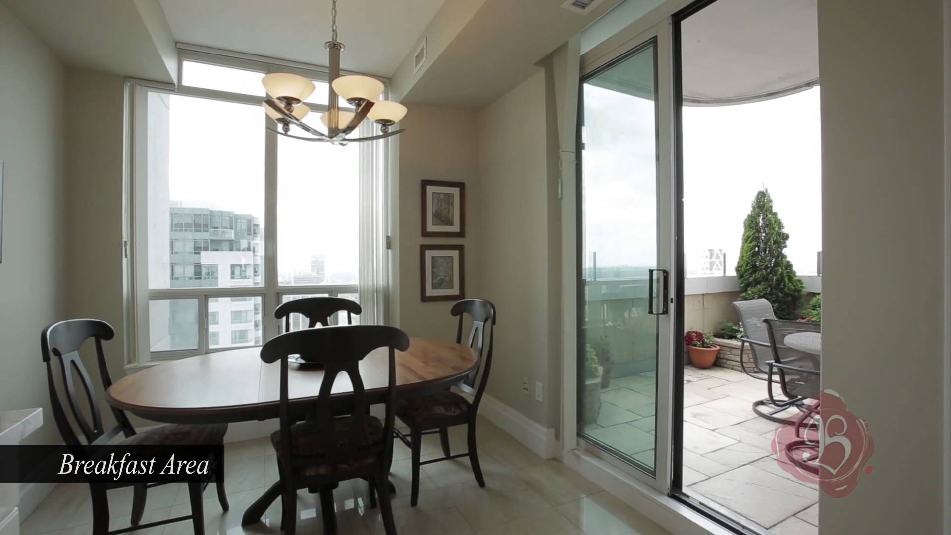 Penthouse With Views – 33 Empress Ave