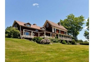 Family Compound – 100 Quincy Woods Rd