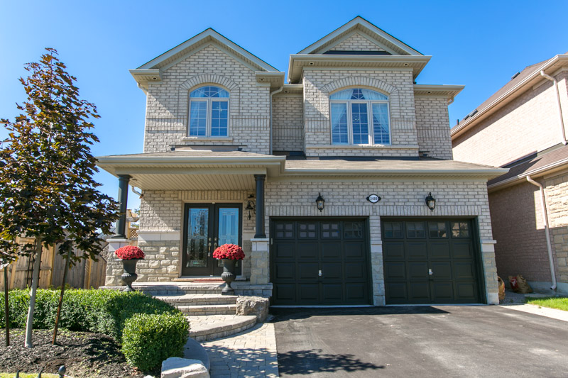 Bronte Woods Community – 2489 Whitehorn Drive