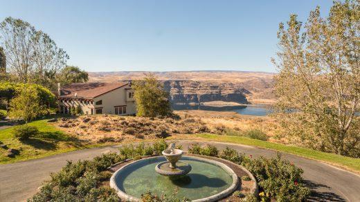 Columbia River View Estate - Cave B Villa