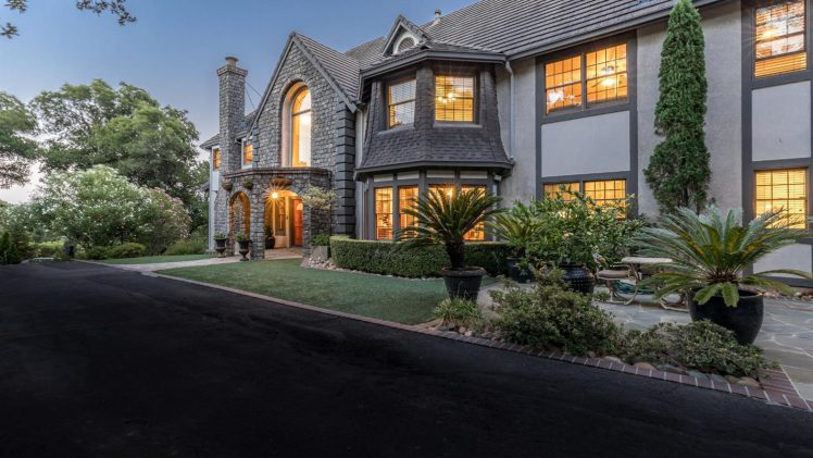 Green Valley Country Club Estate Home – 4547 Saint Andrews Court