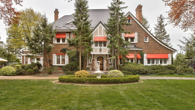 Picturesque 1.1 Acres On The Waterfront