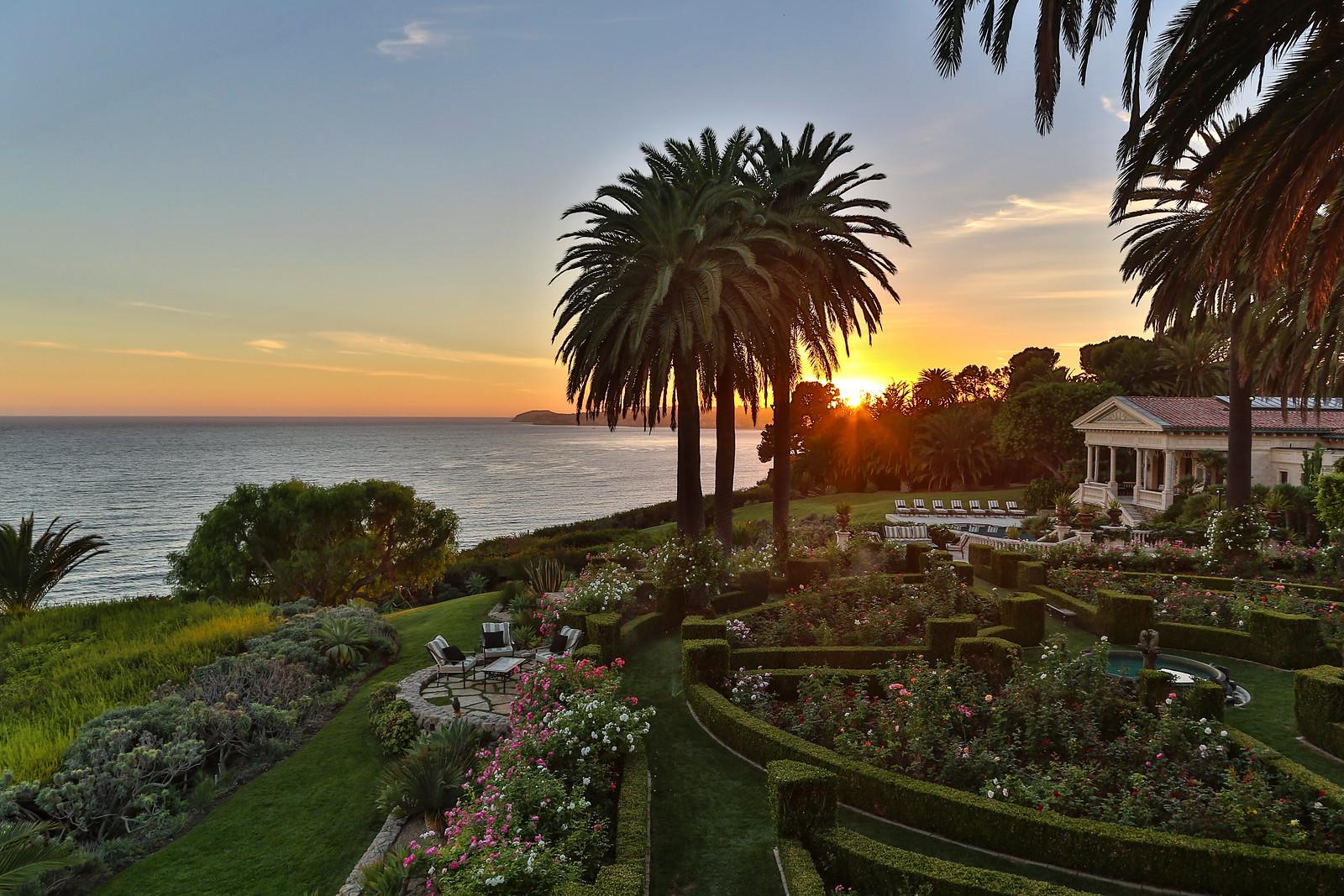 La Villa Contenta - $60 Million - LuxuryHomes.com - Living